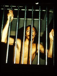 آزمایش زندان استنفورد - بدرفتاری با زندانیان