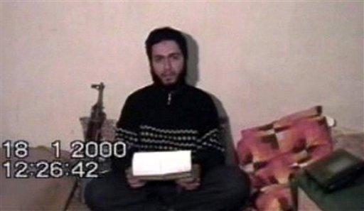 محمد عطا در حال ضبط وصیت نامه خود در اردوگاه القاعده در افغانستان