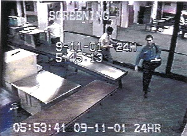 محمد عطا در حال گذشتن از گیت فرودگاه بوستون - صبح 11 سپتامبر